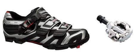 bike-pedal-shoe-crop